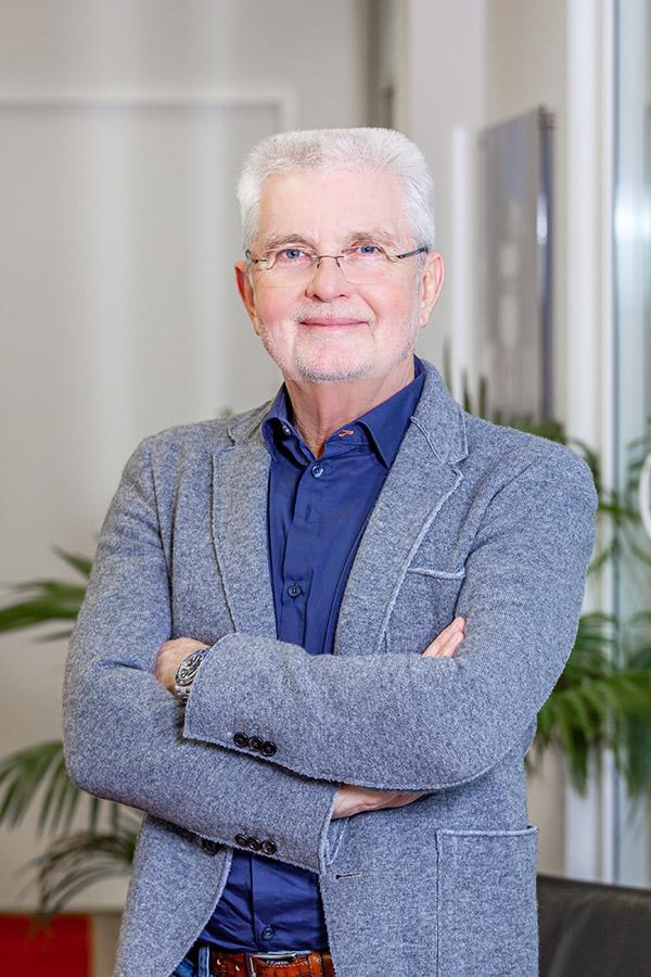 https://www.wisa-bau.de/wp-content/uploads/2020/01/Werner-Schmitz-Geschäftsfuehrer.jpg
